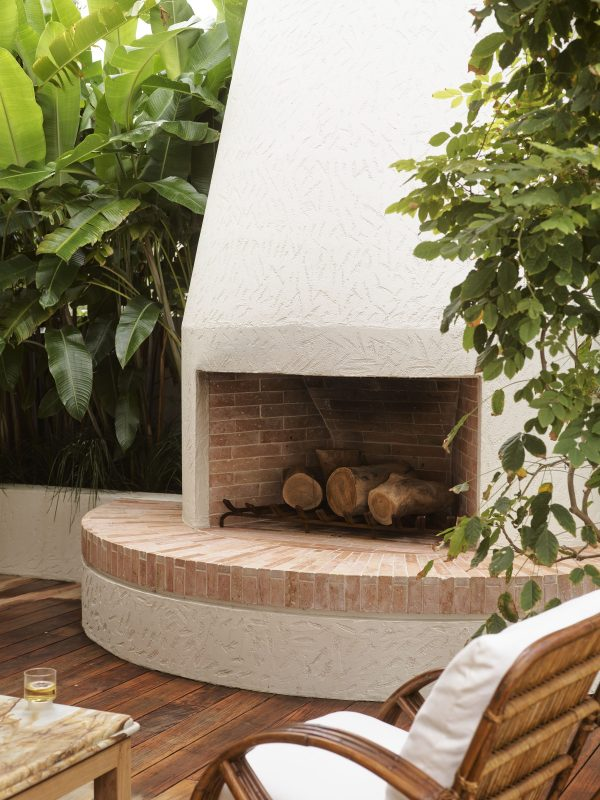 Wyer Co Sydney Landscape Design Outdoor Fireplace with Terracotta Fire Bricks and Textured Render Finish Photography by Anson Smart