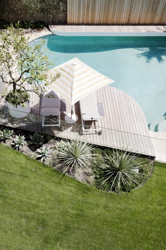 Pool-With-Cantilevered-Deck-Curved-Garden-Bed-Features-Hardwearing-Species